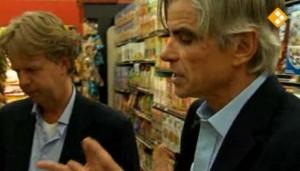 Michael Moss legt uit dat het gezonder en goedkoper is om de basisingrediënten te kopen en de pastasaus en de havermoutpap zelf te bereiden