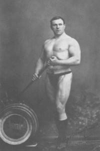 Worstellegende George Hackenschmidt trainde tot op hoge leeftijd met gewichten. Hij werd 90 jaar oud.